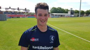 Former student gains first Pro cricket contract